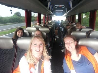 Gruppe 1-2-1 auf dem Weg nach London