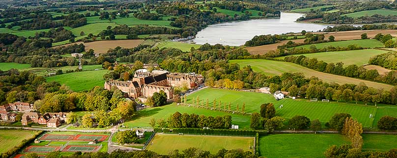 Ardingly College mit See