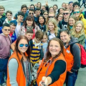 Betreuer mit Sprachschülern in London