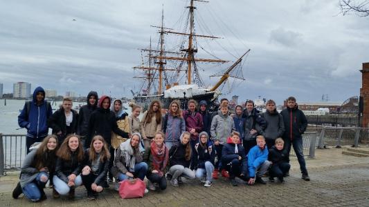 Portsmouth vor der HMS Warrior
